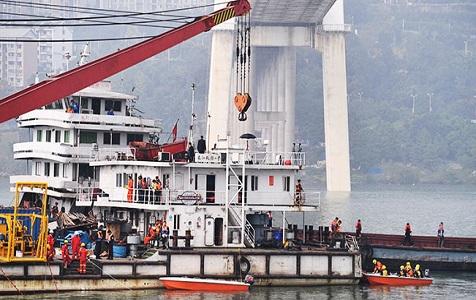重庆公交车坠江事故已发现9名遇难者 7名已救捞上岸