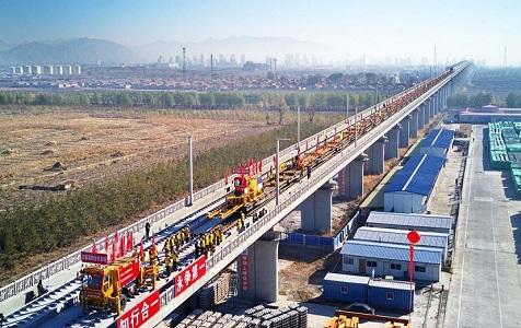 京张高铁开始全面铺轨