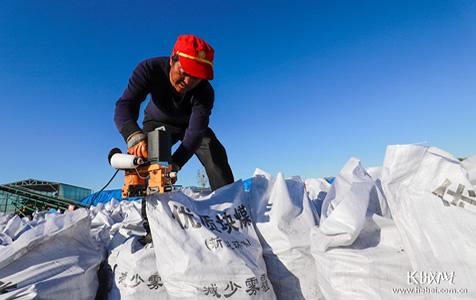 【高清组图】河北遵化:新型环保煤炭供应 保障居民温暖过冬