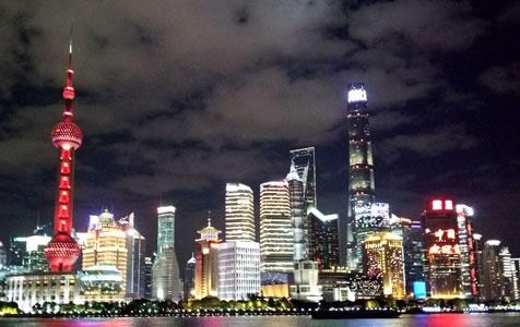 美!进博会临近 上海黄浦江两岸灯光璀璨
