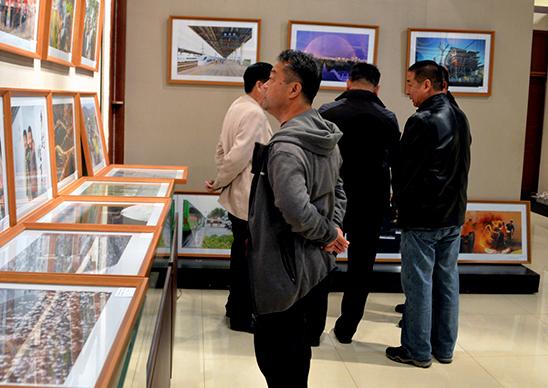 迁安举办纪念改革开放四十周年书画摄影展