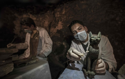 埃及考古工作者持续发掘墓葬 发现木乃伊猫