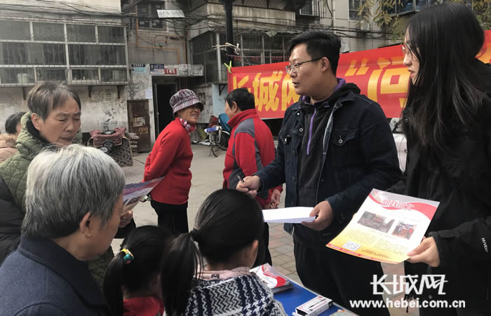 """长城新媒体""""问政河北""""走进社区问冷暖"""