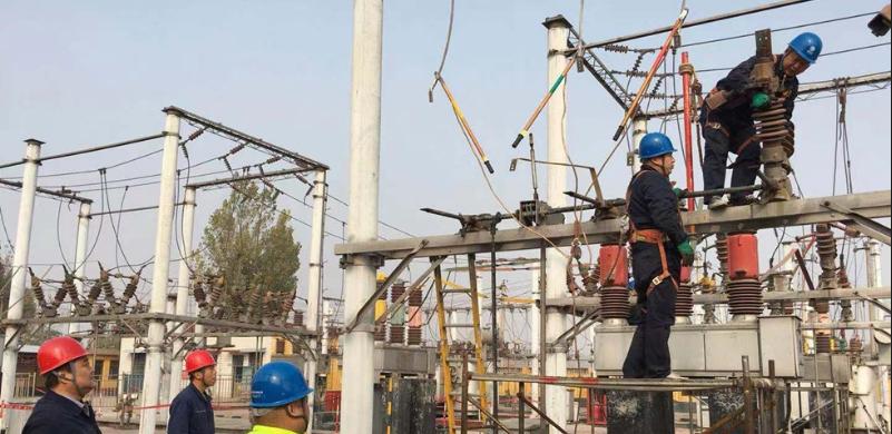 武安市供电公司排查隐患保供暖用电