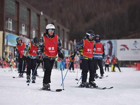 河北张家口:冰雪运动进校园