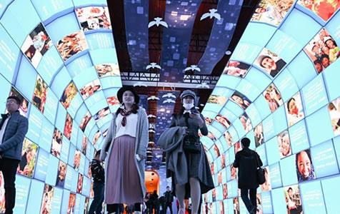 """""""伟大的变革——庆祝改革开放40周年大型展览""""吸引众多参观者"""