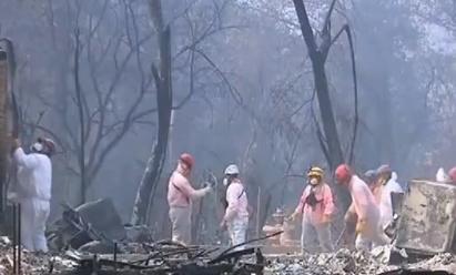美国加州山火致74人死亡 超千人失联