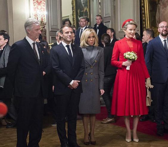 法总统马克龙偕妻子到访比利时 获国王夫妇热情欢迎