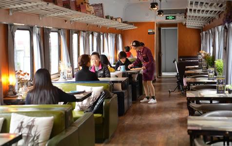 废弃绿皮火车改装成餐厅,想不想来体验?