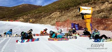 宣化二中冬奥学校滑雪队开始冬训