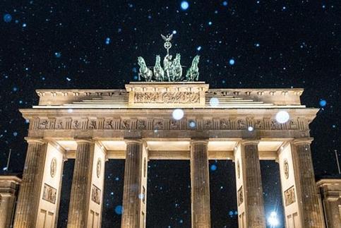 """德国柏林迎来初雪 城市变身""""童话世界"""""""