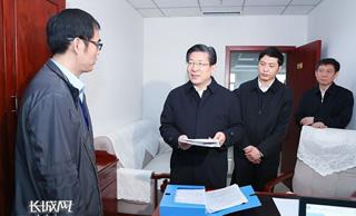 王东峰在河北省群众工作中心接访