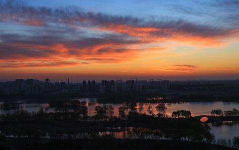 北京昌平新城滨河公园日出绚丽迷人