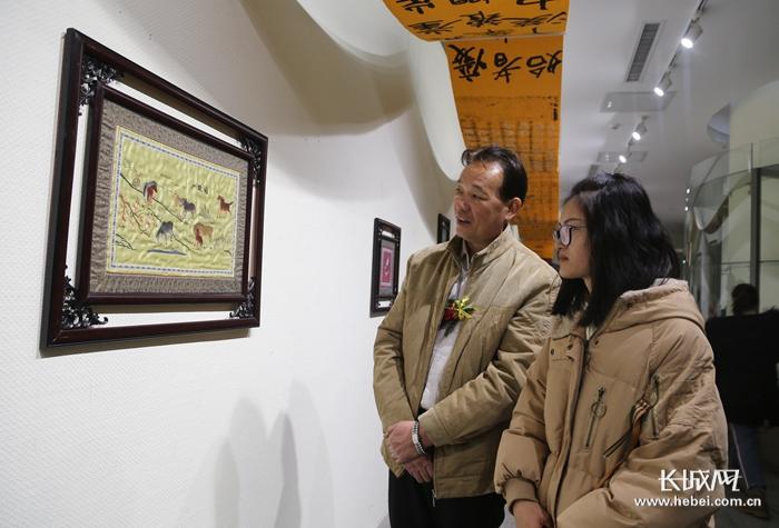 河北传媒100多件师生作品亮相河北美术馆