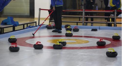 [视频]2018河北青少年陆地冰壶对抗赛精彩瞬间