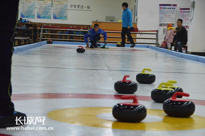 河北青少年陆地冰壶对抗赛结束