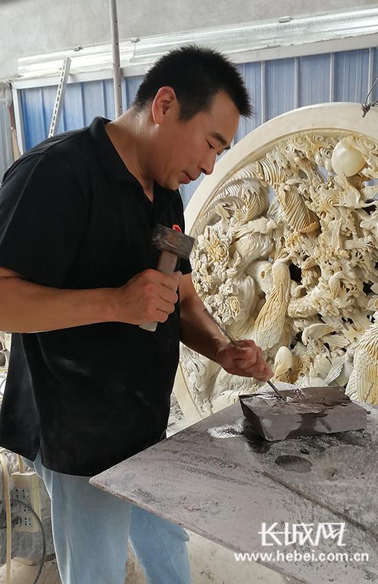 白小强:匠心石情游心于物 创作传统与现代相融合的砚雕精品