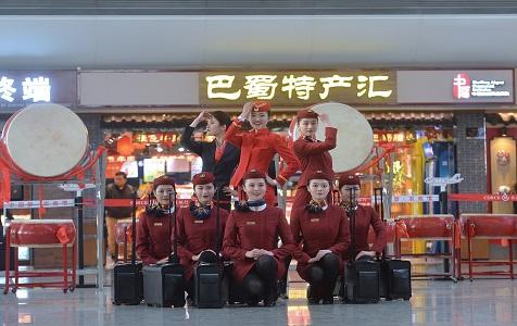 成都:空姐跳舞走秀 庆祝双流机场年旅客吞吐量破5000万
