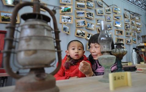 河北张家口一社区举办老物件展览 居民感受生活巨变