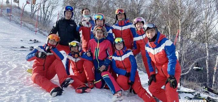 河北体院学生执裁国际雪联赛事