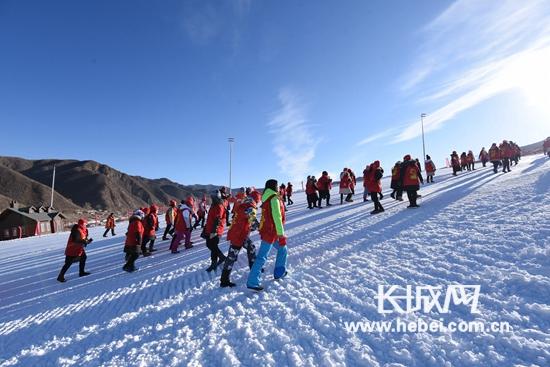 雪国崇礼举办新年登高活动