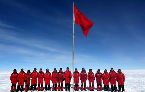 新年第一天,他们在南极升起中国国旗!