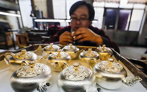 河北遵化:银器加工助农增收
