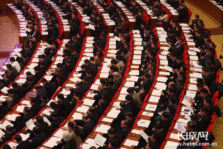 【聚焦两会】省政协十二届二次会议开幕 看看