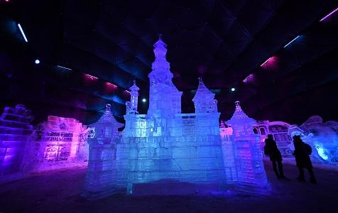 俄罗斯高尔基公园举行冰雕展 晶莹剔透美轮美奂