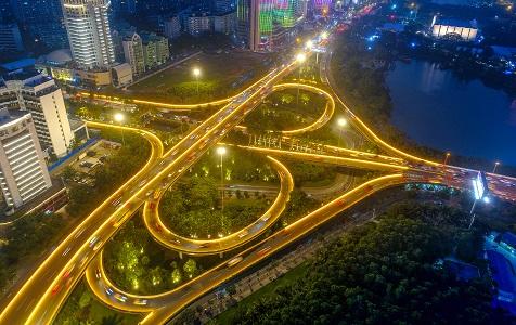 """喜迎新春佳节 海口两座立交桥被LED灯点""""靓"""""""