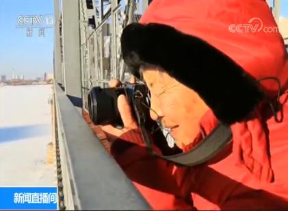 """""""90后""""奶奶张瑛 60年前与相机结缘已拍照片20万张"""