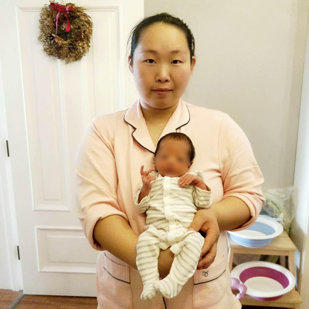 2016年,在北京西城区客户家,服务新生儿及产妇,新生儿出现严重的母乳