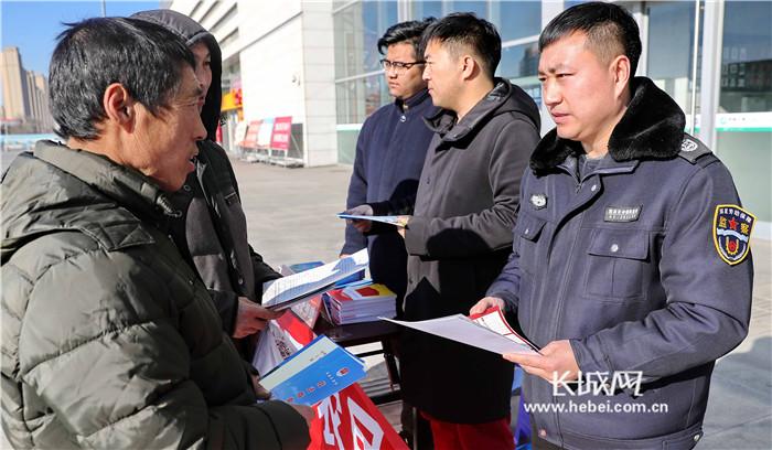 秦皇岛:情系农民工 法援相伴回家路