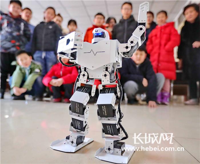 """燕大西苑社区""""趣味机器人科普课堂""""开课啦!"""