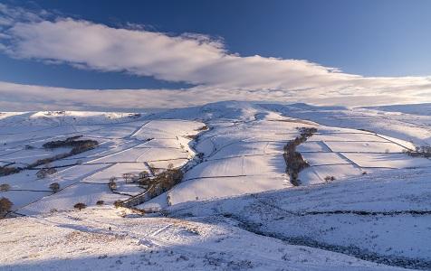 探访冬季日出时分的英国峰区 壮美景象宛若奇幻世界
