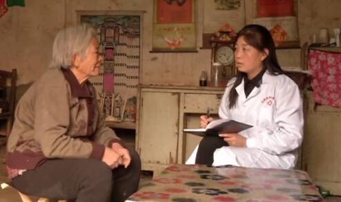 劉貴芳代表:為提出高質量建議,常到田間地頭調研