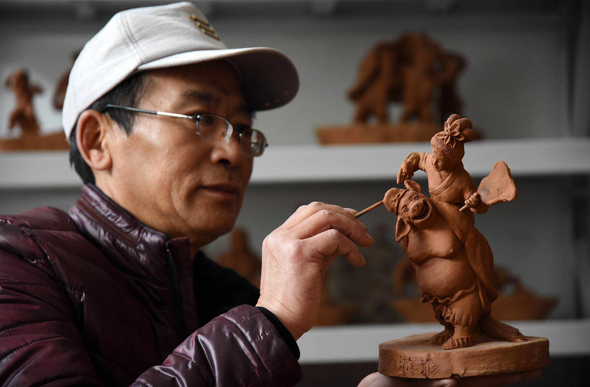 农民艺人的泥人梦 29年创作3000件作品