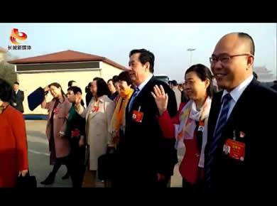 河北省代表团代表信心满满步入会场