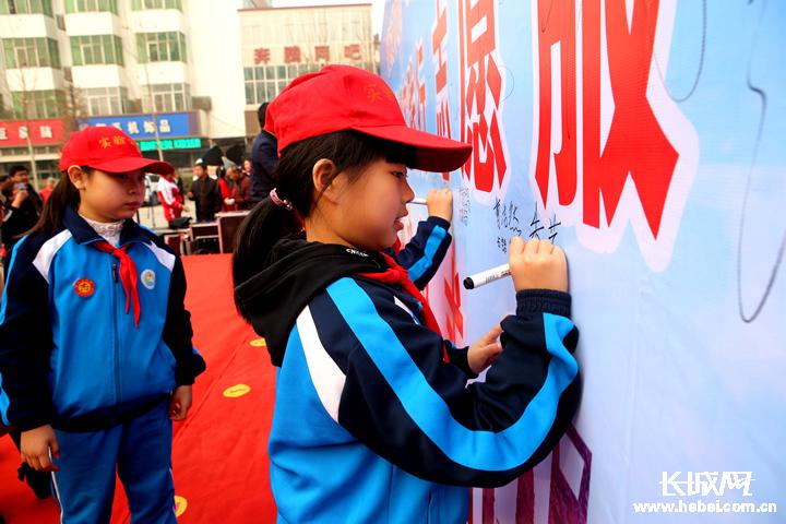饶阳县开展学雷锋志愿服务活动 传递社会正能量
