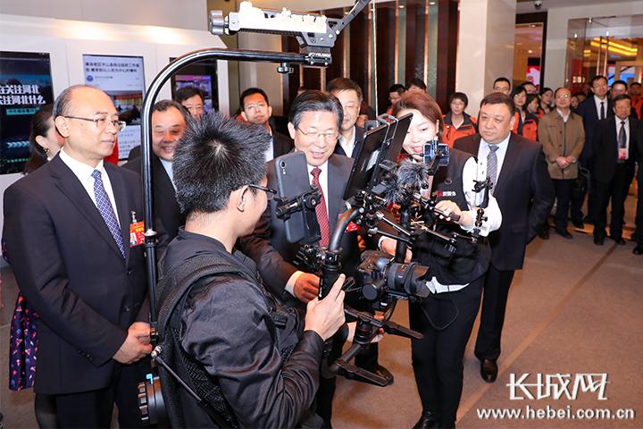 王东峰许勤等看望长城新媒体集团全国两会新闻工作者