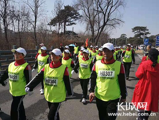 3000余中外名徒步爱好者参加清西陵徒步大会