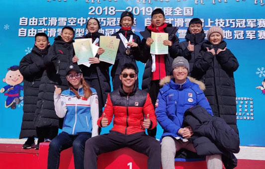河北自由式滑雪空中技巧队在内蒙古获7枚奖牌
