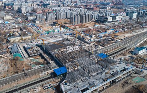 河北张家口:航拍京张高铁张家口南站工程施工正酣