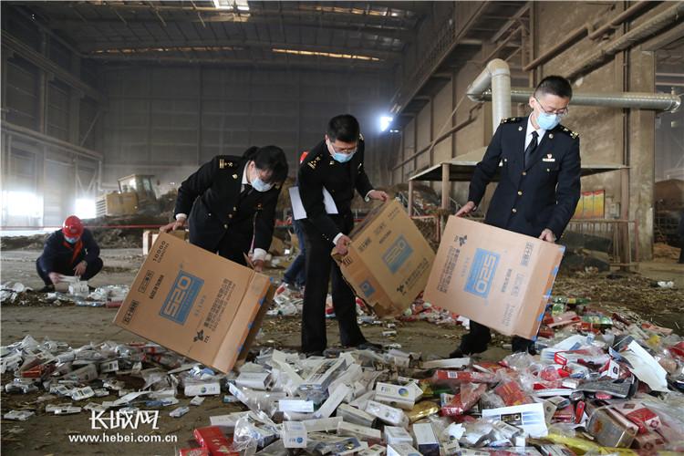 石家庄海关近日销毁14.12万支走私香烟、电子烟