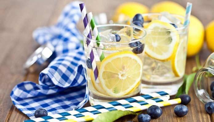 早上空腹喝柠檬水对身体好?专家给你两个建议