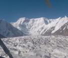 [中国新闻]镜头记录坠机瞬间 9人死里逃生