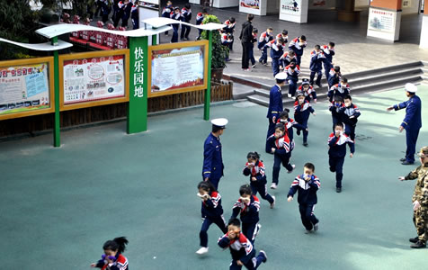 """【高清组图】""""全国中小学生安全教育日""""活动——今天我是消防员"""