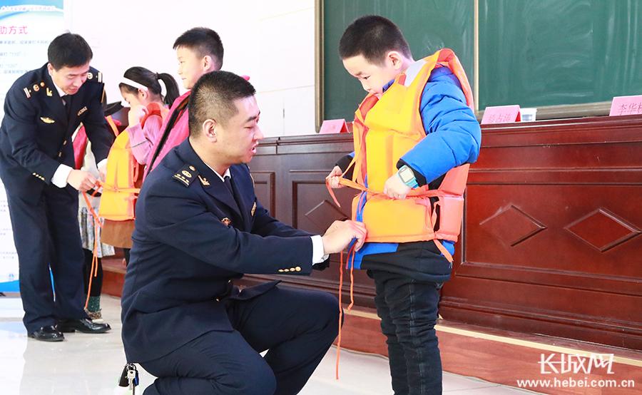 沧州海事局开展水上交通安全进校园活动