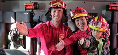 球员与学生走进消防站 华夏幸福积极传递正能量