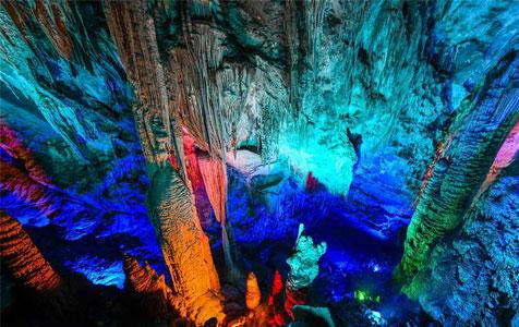 世界自然遗产重庆芙蓉洞:幻彩夺目的地下风景